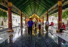 Int?rieur de temple bouddhiste dans Myanmar photographie stock libre de droits