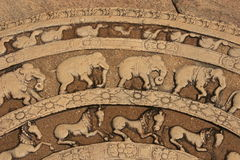 Intagliando su un pavimento del tempiale antico, Polonnaruwa, Fotografie Stock