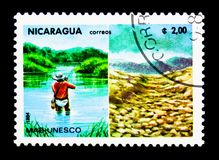 Intakt Riverscape ï¿ ½ förstörda Riverscape, Unesco-aktion för royaltyfri foto