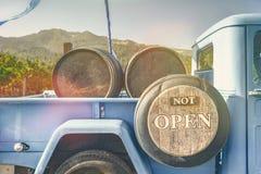 Inte öppna, gå drinkvin arkivbilder