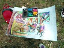 Inte finishedpicturen av en ung konstnär i en sommar parkerar arkivbild
