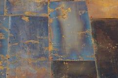 Inte målat järn täcker med rost på takslutet upp Royaltyfri Foto