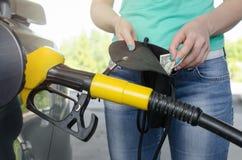 Inte nog pengar för bränslegas royaltyfria foton