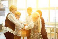 Integracja przez dzieci jako uruchomienie biznes fotografia royalty free
