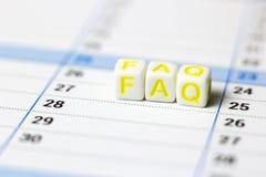Integrado por blanco cubica el FAQ Imágenes de archivo libres de regalías
