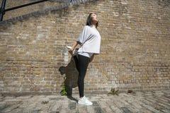 Integrale di allungamento adatto della donna dei giovani Immagini Stock