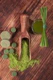 Integratori alimentari verdi fotografie stock