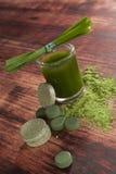 Integratori alimentari verdi detox immagini stock
