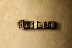INTEGRITÄT - Nahaufnahme des grungy Weinlese gesetzten Wortes auf Metallhintergrund Stockfotos