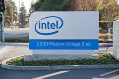 Intel assina em matrizes incorporadas. fotografia de stock