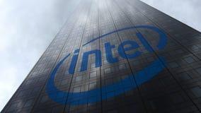 Intel Corporation logo na drapacz chmur fasadzie odbija chmury Redakcyjny 3D rendering Zdjęcia Stock