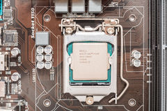 Intel i7 processor Chip On Motherboard Socket Royaltyfri Bild