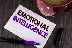 Inteligência emocional do texto da escrita da palavra Conceito do negócio para que a capacidade controle e estejam ciente das emo imagens de stock