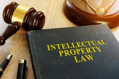 Intellectueel Eigendomsrecht op het bureau auteursrecht royalty-vrije stock afbeelding