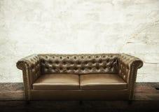 Intelligens för inre för soffa för tappning för tappning för mörk brunt härlig lyxig Arkivfoto