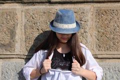 Intelligens för tonårs- flicka en hatt Arkivbild