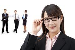 Intelligente Geschäftsfrau und Erfolgsteam lizenzfreie stockfotografie