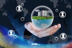 Intelligente Hand, die Ökologiekonzept zeigt Stockfoto
