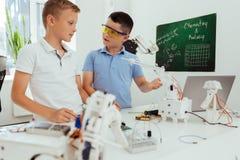 Intelligente nette Jungen, die miteinander sprechen Lizenzfreies Stockbild