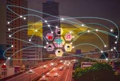 Intelligente Stadt und drahtloses Internet der Kommunikations-Konzept-IOT der Sache mit Bequemlichkeit des Lebensstils stockbild