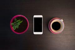 Intelligente Telefon-, Kaffee- und Mandarinenanlage Stockfotografie
