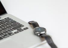 Intelligente Uhr und Laptop 2 Lizenzfreie Stockbilder