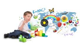 Intelligenter Genie-Junge, der Scinec und Kunst-Luftblasen durchbrennt Stockfoto