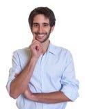 Intelligenter lateinischer Kerl mit Bart Stockbilder