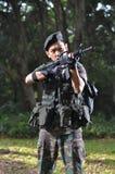 Intelligenter Soldat, der das Land verteidigt Lizenzfreie Stockfotografie
