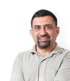 Intelligenter u. lächelnder mittlerer gealterter indischer Geschäftsmann Lizenzfreies Stockfoto