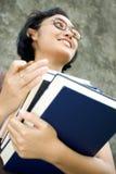 Intelligenter und überzeugter weiblicher Student stockfoto