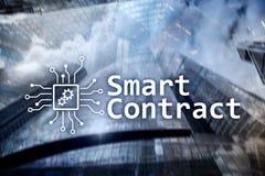 Intelligenter Vertrag, blockchain Technologie im Geschäft, finanzieren High-Teches Konzept Wolkenkratzerhintergrund Lizenzfreie Stockfotografie