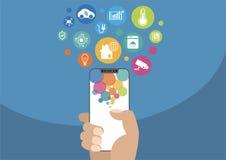 Intelligentes Hausautomationskonzept Vector die Illustration der Hand modernen Einfassung-freien/frameless Smartphone mit Ikonen  Stockbild