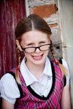 Intelligentes kleines Mädchen in den Gläsern Stockbild