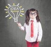 Intelligentes Mädchen, das eine Idee hat Lizenzfreie Stockfotos