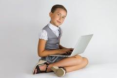 Intelligentes Mädchen mit Notizbuch Stockfotografie