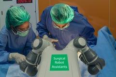 Intelligentes medizinisches Technologiekonzept, moderne Maschine der robotergestützten Chirurgie am Krankenhaus, robotergestützte lizenzfreie stockfotografie