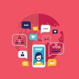 Intelligentes Mobiltelefon des Konzeptes des Sozialen Netzes mit Spracheblasen und Geschäftsikonen Infographic-Elementen Lizenzfreie Stockbilder