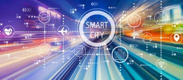 Intelligentes Stadtkonzept mit Hochgeschwindigkeitsbewegungsunschärfe lizenzfreie stockbilder