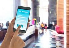 Intelligentes Telefon Anmeldungshotel stockbilder