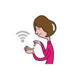 Intelligentes Telefon der Leutefrau, das Standort findet Stockbilder