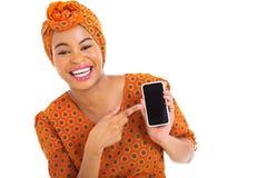 Intelligentes Telefon des afrikanischen Mädchens stockbilder