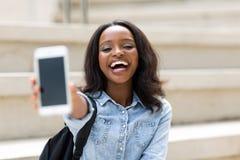 Intelligentes Telefon des Studenten Lizenzfreies Stockbild