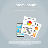 Intelligentes Telefon-Finanzdokumenten-Diagramm Infographics Stockbild