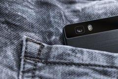 Intelligentes Telefon, intelligente Telefonkamera auf Jeansbeschaffenheit lizenzfreie stockfotos
