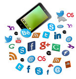 Intelligentes Telefon mit Social Media-Knöpfen Stockbild