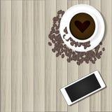 Intelligentes Telefon und heißer Kaffee Stockfotografie
