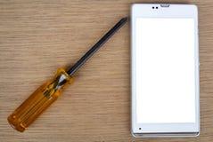 Intelligentes Telefon und Schraubenzieher für Reparatur stockfotos
