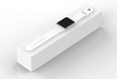 Intelligentes Uhrsilberaluminium mit der weißen Schnallenfarbe - lokalisiert auf Weiß Lizenzfreie Stockbilder