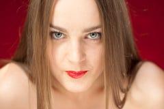 Intens kijk van blond met rode lippen Royalty-vrije Stock Fotografie